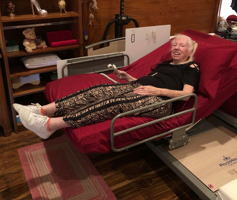 Winnie Ellis in a Rotoflex 235 flat bed